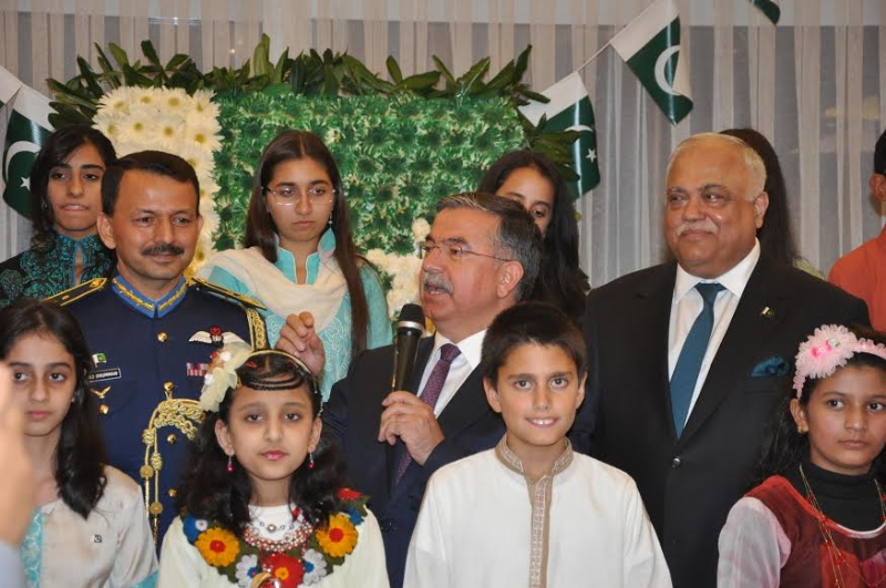 Turkish Defence Minister with Pakistan Embassy School children